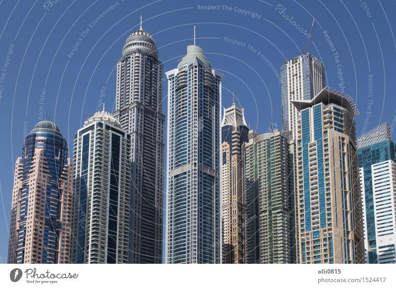 Wolkenkratzer Dubai Marina Reichtum Stadt Skyline Hochhaus Gebäude Architektur Jachthafen modern Reiseziele Vereinigte Arabische Emirate Urbane Skyline
