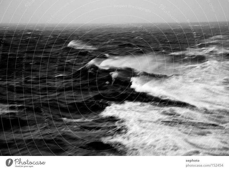 Gale Meer Wind Sturm Unwetter Herbststurm Apokalypse Klima Wellen Gischt Trauer Einsamkeit Verzweiflung Wasser Regen wintersturm sturmflut Wärme globlewarming