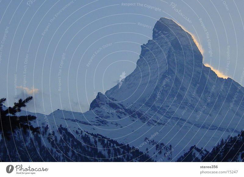 It Does Matter, Horn! Winter Gipfel Sonnenuntergang Berge u. Gebirge Alpen Matterhorn Schnee Abendrot.