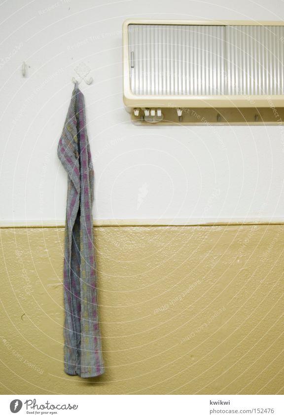 mal wieder....waschen alt Wand Häusliches Leben Küche Bad Möbel Handtuch Schrank
