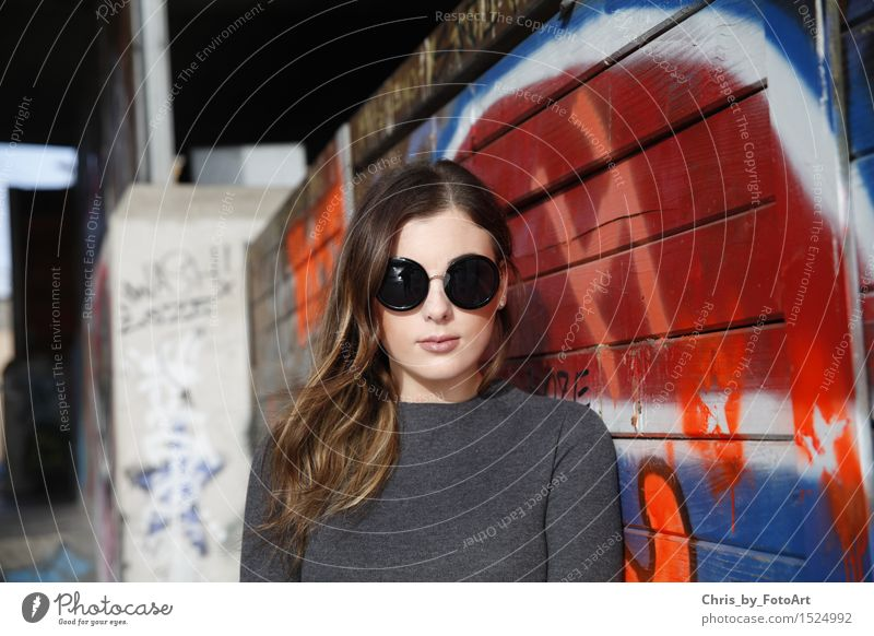 chris_by_fotoart Mensch Frau Jugendliche schön Junge Frau 18-30 Jahre Erwachsene Lifestyle Mode elegant 13-18 Jahre Coolness brünett langhaarig Sonnenbrille
