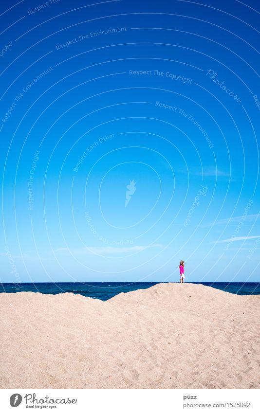 Pink Püppi Mensch Kind Himmel Natur Ferien & Urlaub & Reisen blau Sommer Wasser Meer Einsamkeit Ferne Mädchen Strand Freiheit Sand rosa