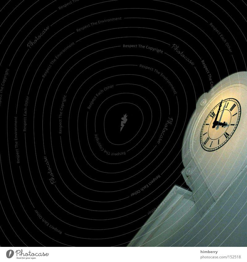 zeitpunkt Gebäude Beleuchtung Architektur Zeit Fassade Uhr Denkmal historisch Wahrzeichen Zeitpunkt Zifferblatt Lichttechnik