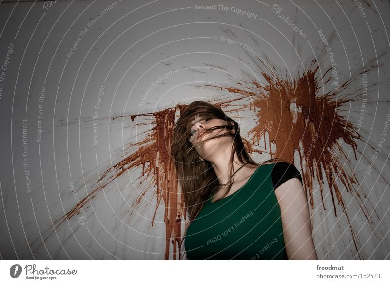 shooting Tod Blut Leiche Kopfschuss erschießen kaputt Frau Haare & Frisuren Surrealismus Kriminalroman Kriminalität Einbruch schön bleich spritzen Angst Panik
