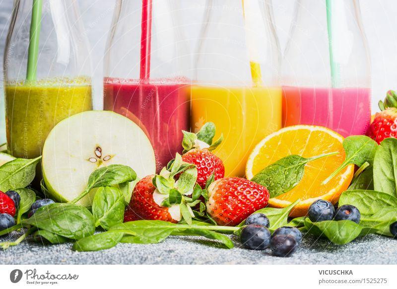 Smoothies mit Zutaten Auswahl Frucht Apfel Orange Ernährung Frühstück Bioprodukte Vegetarische Ernährung Diät Getränk Erfrischungsgetränk Limonade Saft