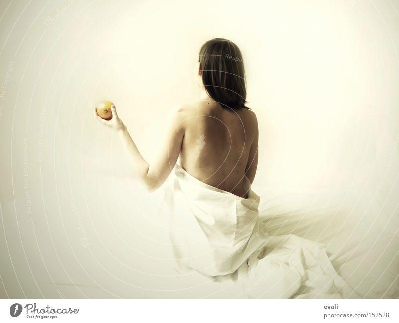 On a besoin de fruits Frau Hand weiß Haare & Frisuren orange Frucht Rücken festhalten Schulter Mensch