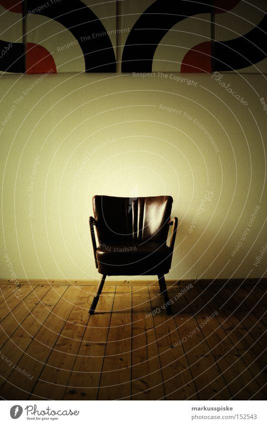 retro chair Stuhllehne Gemälde Leder weiß Wohnzimmer Kunst Kunsthandwerk Vergänglichkeit 60ties parket sechziger wand livingroom