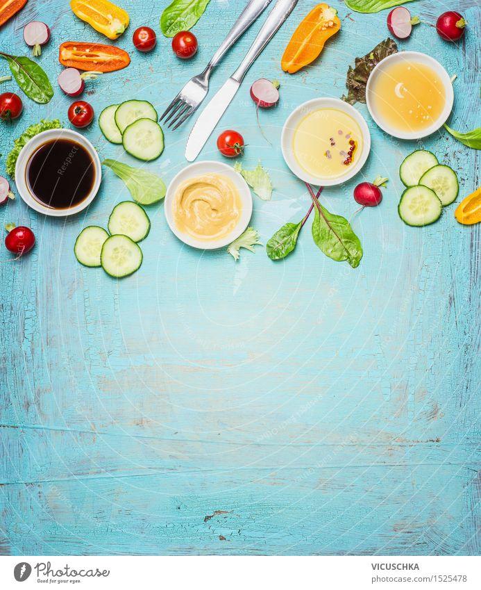 Besteck und Zutaten für Salat Gesunde Ernährung Leben Stil Hintergrundbild Lifestyle Lebensmittel Design Tisch Kräuter & Gewürze Küche Gemüse Bioprodukte