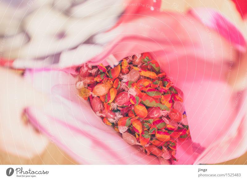 Das Tal der Bonbons Süßwaren Karneval Halloween Mädchen genießen Glück schön lecker süß rosa Freude Vorfreude Völlerei Kindheit bunt ansammeln ausbeute Farbfoto