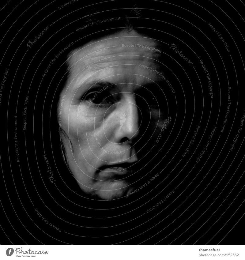 stark Frau schön Auge Trauer stark Müdigkeit direkt Verzweiflung ernst Ehrlichkeit Porträt schweigen Verlässlichkeit gelehrt