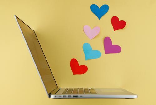 cyberlove Jugendliche Liebe Kunst Arbeit & Erwerbstätigkeit Design ästhetisch Technik & Technologie Kommunizieren Kreativität Herz Idee kaufen Netzwerk Internet