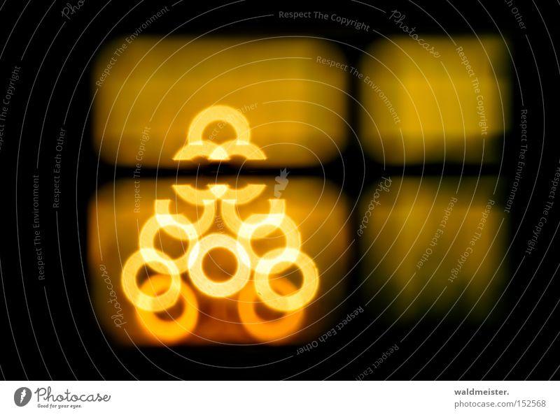 Weihnachtsbaum Farbfoto Experiment abstrakt Licht Unschärfe Schwache Tiefenschärfe Dekoration & Verzierung Fenster gelb schwarz Spiegellinsenobjektiv (Effekt)