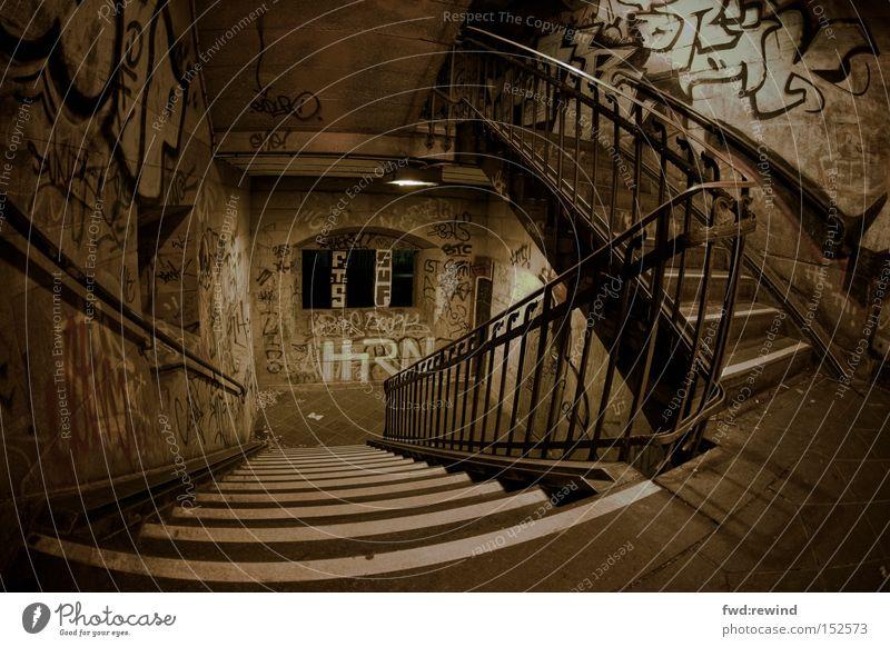 urban landscape Stadt Untergrund Treppenhaus ungewiss Angst beklemmend Nacht Treppengeländer Graffiti Einsamkeit Versteck Tatort Raum Örtlichkeit Panik