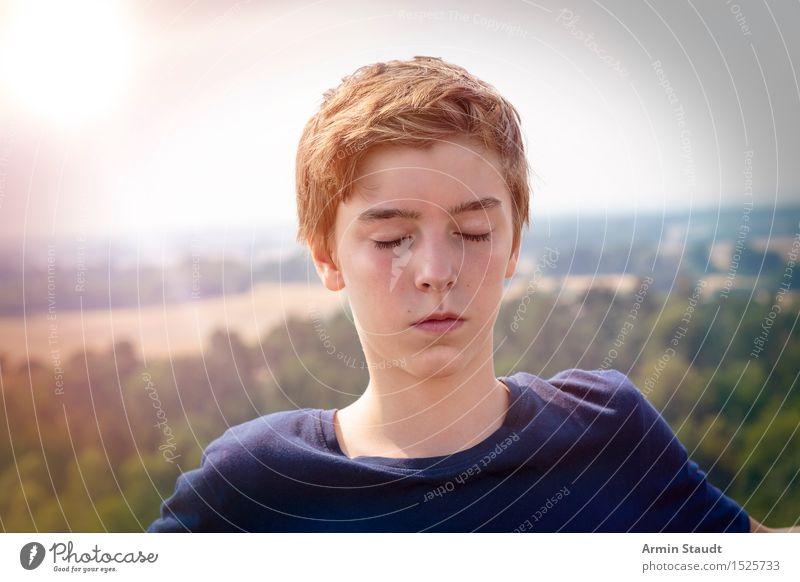 Erleuchtung Mensch Natur Jugendliche schön Sommer Erholung Junger Mann Landschaft Wald Auge Wiese Lifestyle Kopf maskulin 13-18 Jahre genießen
