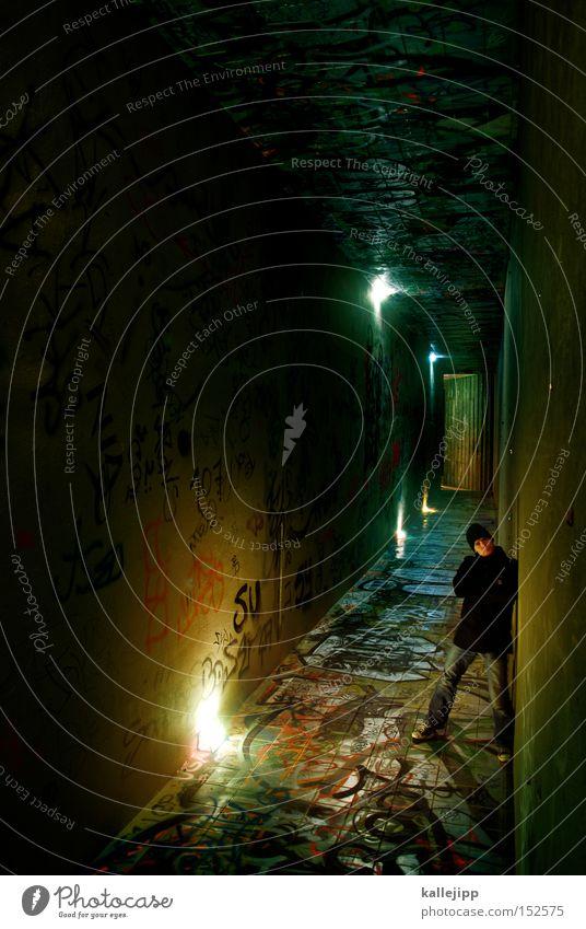 stay Mensch Mann Lampe Graffiti Beleuchtung warten Architektur Treppe stehen Tunnel U-Bahn Ausgang Drehung Unterführung Graphit Grufti