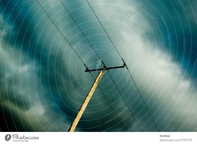 weltuntergang. Himmel blau dunkel Wetter Elektrizität Technik & Technologie Strommast schlecht Leitung unheimlich elektronisch Telefonmast Telekommunikation