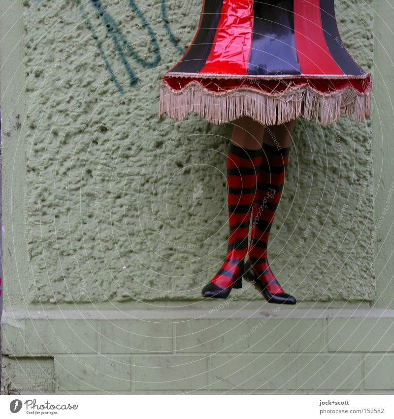 Abhängen elegant Stil feminin Beine Wand Rock Strümpfe Schuhe Kunststoff trendy lustig oben trashig Stimmung Coolness Identität Mode Nostalgie Irritation