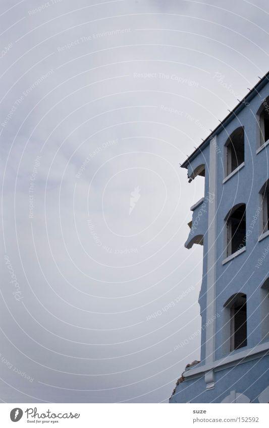 Abriss Himmel blau alt Haus Umwelt Fenster Wand Gebäude Fassade kaputt Baustelle Vergänglichkeit verfallen Verfall Putz Ruine