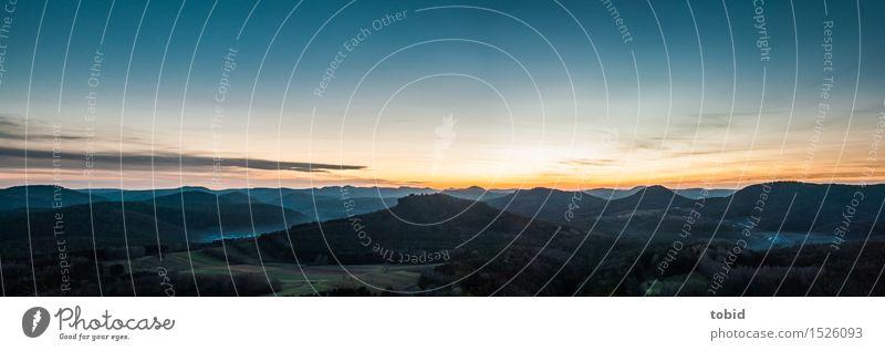 Horizont Natur Landschaft Pflanze Himmel Sonnenaufgang Sonnenuntergang Schönes Wetter Nebel Baum Wiese Feld Wald Hügel Berge u. Gebirge Dorf Ferne Unendlichkeit