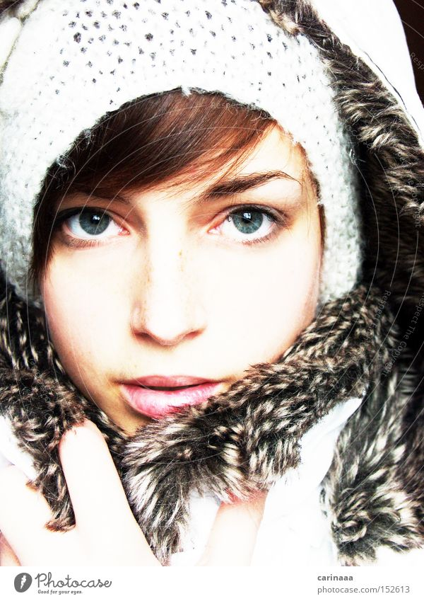 Walking in a winter wonderland... Frau Mensch schön Winter Auge kalt Schnee Haut Nase Frost Lippen zart Jacke Mütze eng Gesicht