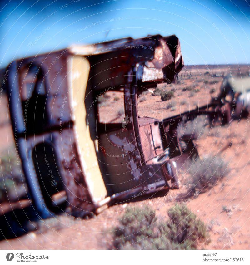 Pa Walton hatte einen Unfall. Autowrack Wüste Wärme KFZ Sand verfallen Verkehr PKW unverletzt