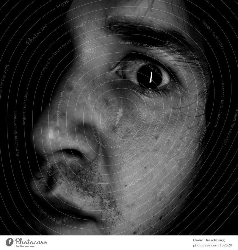Katzenauge Haut Gesicht Mensch Mann Erwachsene Kopf Auge Nase Mund Lippen Bart 1 dunkel hell Gefühle Müdigkeit Angst Entsetzen Todesangst Platzangst