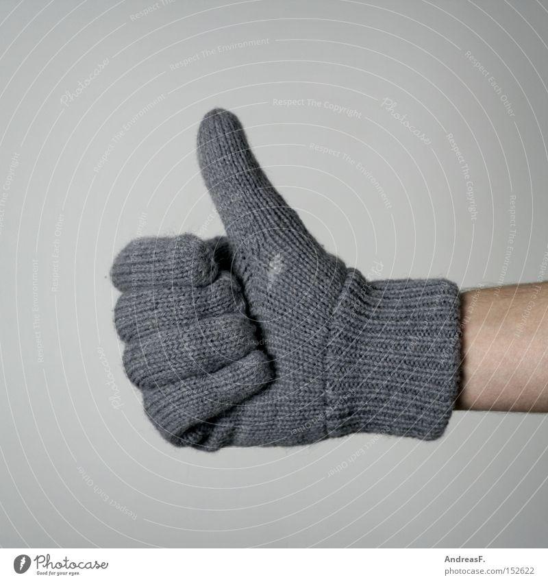 Väterchen Frost kalt Handschuhe Winter positiv Daumen richtig Heizkörper Heizung gestikulieren Zeichen frieren Wolle gestrickt Wärme Bekleidung Ziffern & Zahlen