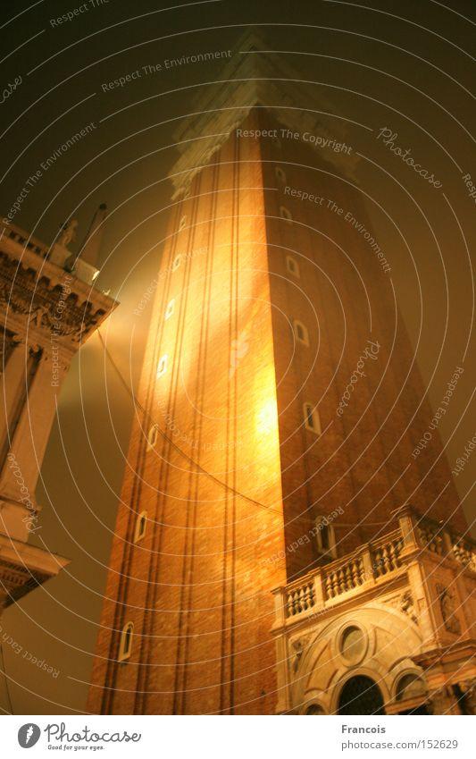 Campanile San Marco bei Nacht Ferien & Urlaub & Reisen Religion & Glaube Architektur Nebel Platz Tourismus Turm Italien Nachthimmel Denkmal historisch Verkehrswege Wahrzeichen erleuchten Dom