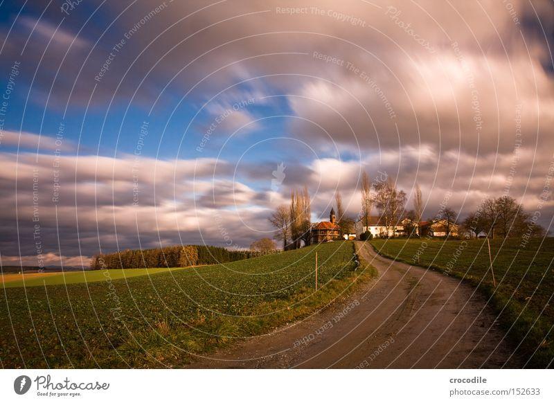 Wolkenrennen ll schön Baum Herbst Feld fliegen Luftverkehr Landwirtschaft Bauernhof Grundbesitz ökologisch Ackerbau Aussaat Kapelle Kulturlandschaft