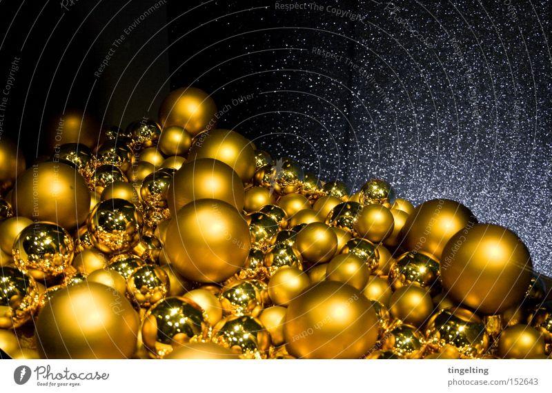 christmas kitsch Weihnachten & Advent Berge u. Gebirge glänzend gold Ball Kitsch Dekoration & Verzierung Kugel Christbaumkugel Anhäufung Weihnachtsdekoration Glitter Baumschmuck