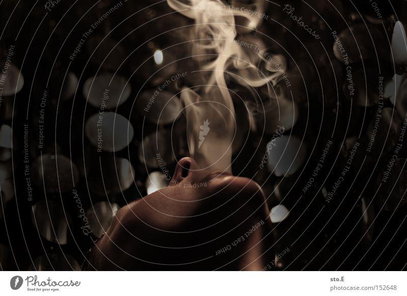 Ein leidenschaftlicher Raucher,... Nikotin Rauchen Tabakwaren Gesicht Mund Lippen Krebs schädlich Krankheit Sucht Rauschmittel Abhängigkeit genießen Zigarette