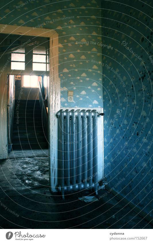 Kinderzimmer Haus Wolken Einsamkeit Raum Zeit Häusliches Leben Vergänglichkeit geheimnisvoll Tapete verfallen Vergangenheit Nostalgie Heizkörper Heizung