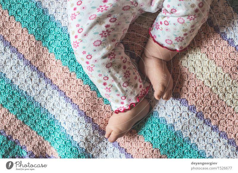 Baby Füße Kind Leben klein Fuß Körper Haut Finger weich Sicherheit Barfuß Kaukasier neugeboren
