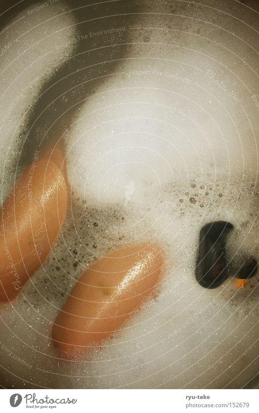Ente Ente Ente Wasser schwarz oben Beine Bad Badewanne Schaum Vogel Oberschenkel
