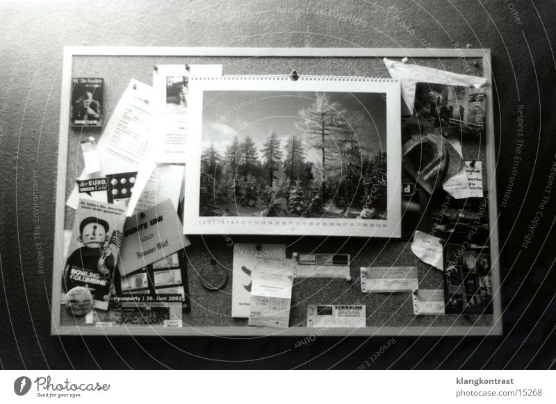Pinnwand Häusliches Leben Dinge Postkarte Zettel Kalender Tafel Schwarzes Brett