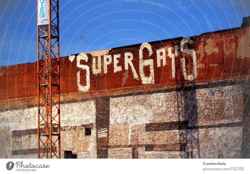 SuperGays Berlin Homosexualität Graffiti Straßenkunst Stadt industriell Industriefotografie Fabrikhalle Schmiererei Mauer Freiheit Schwuler Wandmalereien