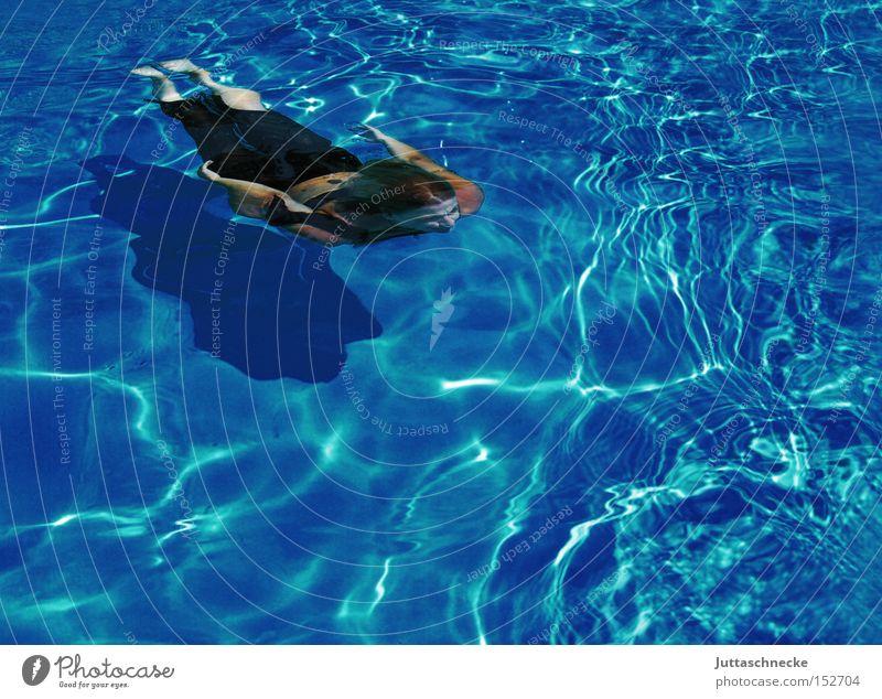 Arielle Frau Schwimmbad tauchen Taucher Schweben Sommer blau türkis Wasser frei Freiheit Zufriedenheit Juttaschnecke Schwimmen & Baden
