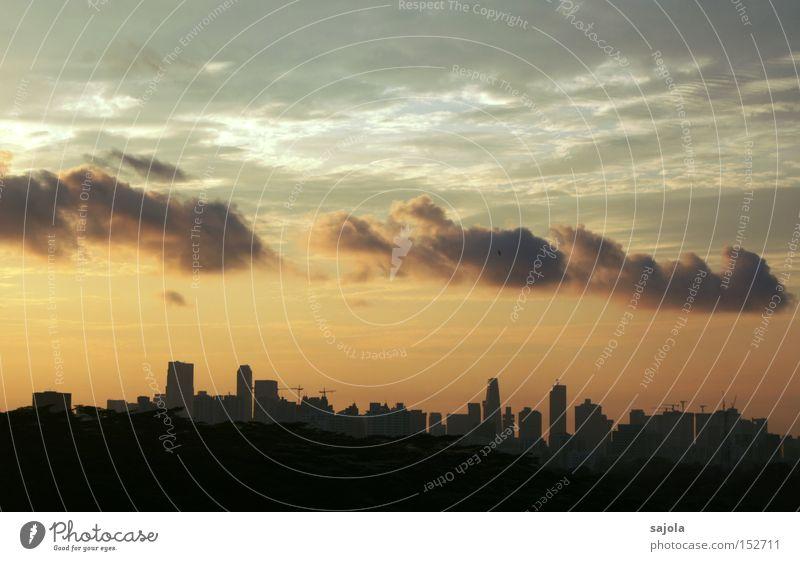 wolkenzug Himmel Wolken Horizont Stadt Stadtzentrum Hochhaus Stimmung Singapore Aussicht Bankenviertel Asien Südostasien Farbfoto Außenaufnahme Morgendämmerung