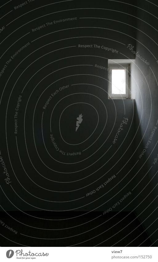 Tageslicht dunkel Fenster Mauer hell Glas leer verfallen Justizvollzugsanstalt Rechteck Lichteinfall Gefängniszelle Kammer kümmerlich