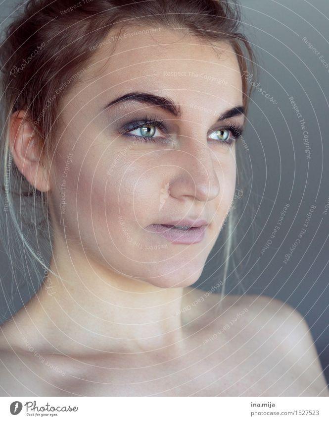 Halbprofil einer Frau Mensch feminin Junge Frau Jugendliche Erwachsene Leben Gesicht 1 18-30 Jahre 30-45 Jahre brünett ästhetisch authentisch frech trendy schön