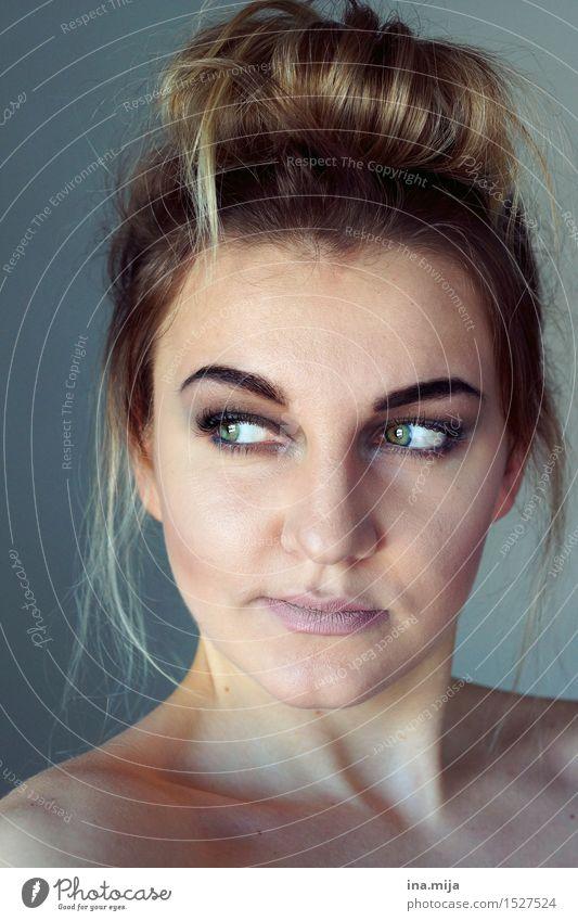grenzenlos Mensch Frau Jugendliche schön Junge Frau 18-30 Jahre Gesicht Erwachsene Leben feminin Haare & Frisuren elegant blond authentisch ästhetisch Haut