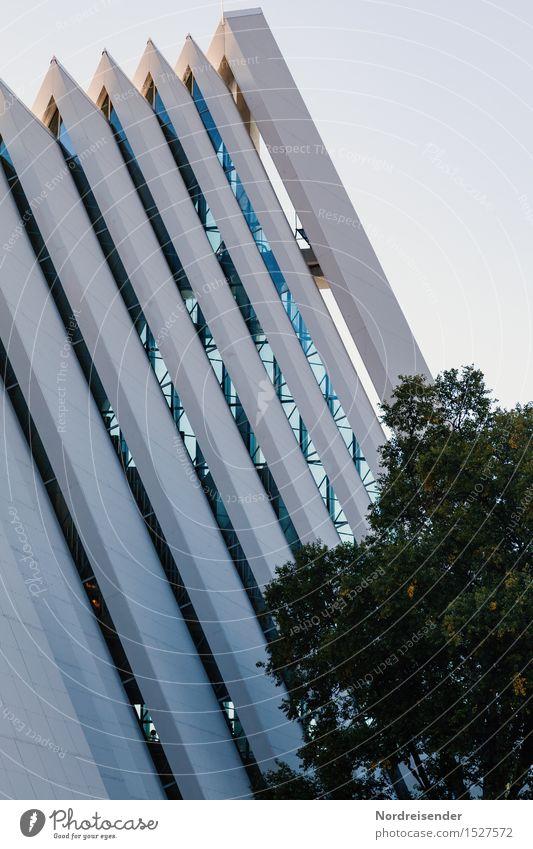 Architektur Tourismus Schönes Wetter Stadt Hafenstadt Kirche Bauwerk Gebäude Fassade Sehenswürdigkeit Wahrzeichen Beton Glas ästhetisch modern Design elegant