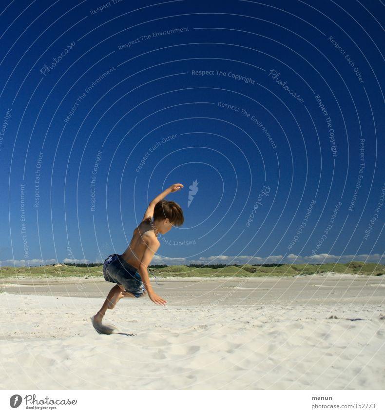 Springinsfeld I Kind Jugendliche Sommer Strand Spielen Freude Freizeit & Hobby Gesundheit Wohlgefühl Glück blau Unbekümmertheit sportlich