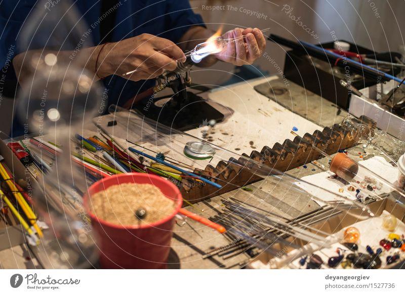 Mensch Hand Kunst Arbeit & Erwerbstätigkeit Kultur Handwerk machen Werkzeug Basteln Mitarbeiter Venedig Produktion selbstgemacht heizen Italienisch Schweißen