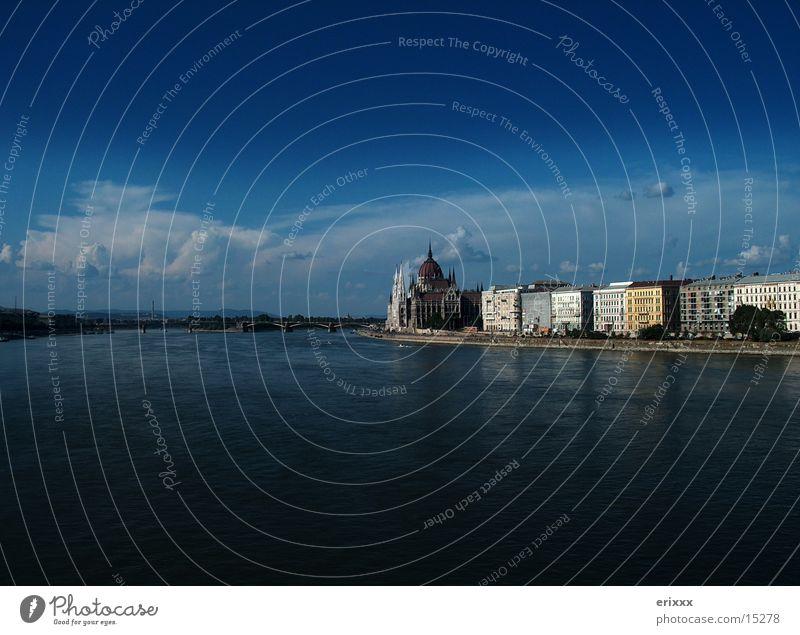 Donau Skyline Budapest blau dunkel Stimmung Europa Ungarn