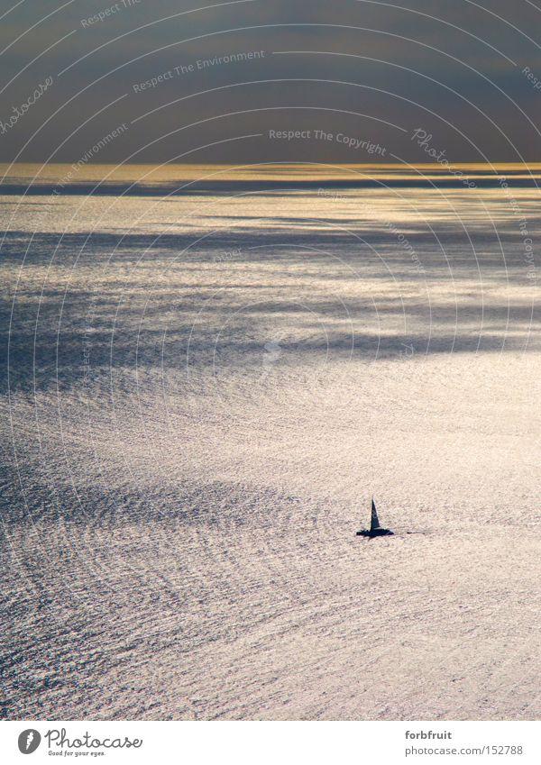 weit und breit ... Licht Schatten Kontrast Reflexion & Spiegelung Ferne Sommer Meer Schnee Wolken Horizont Wasserfahrzeug Einsamkeit gleißend