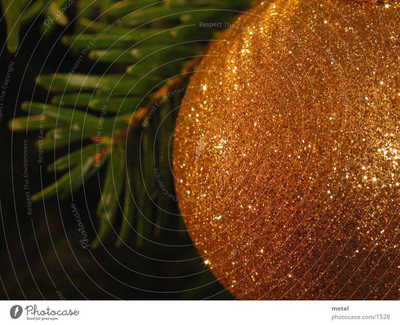 Weihnachtskugel Christbaumkugel Häusliches Leben Weihnachten & Advent Makroaufnahme orange Nahaufnahme Tannennadel