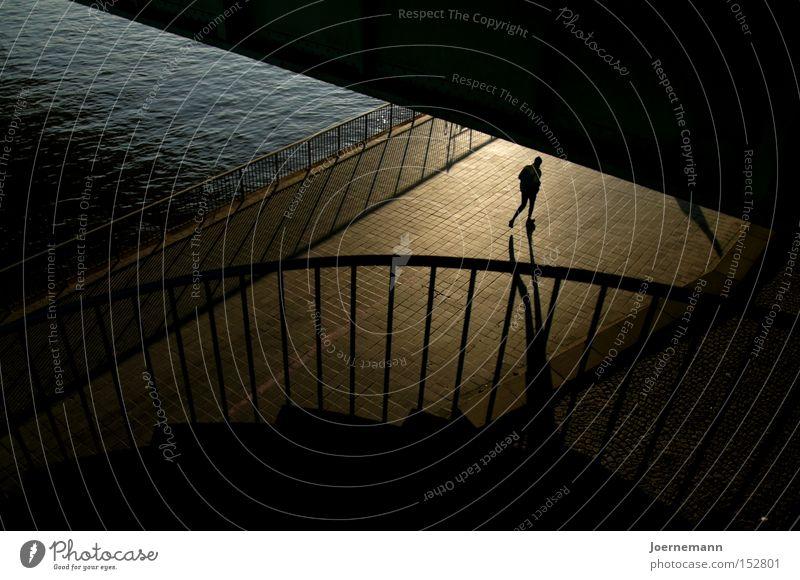 Uferläufer Flussufer Brücke Läufer Treppengeländer Schatten Joggen Morgendämmerung Spielen