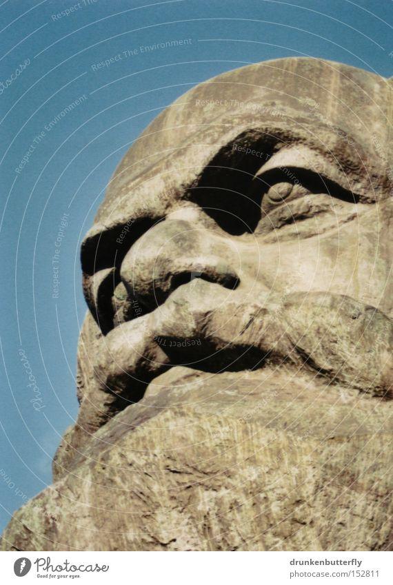Karl Marx Kopf Stein Porträt Büste Chemnitz Himmel blau Kommunismus Wahrzeichen Denkmal Karl-Marx Manifest