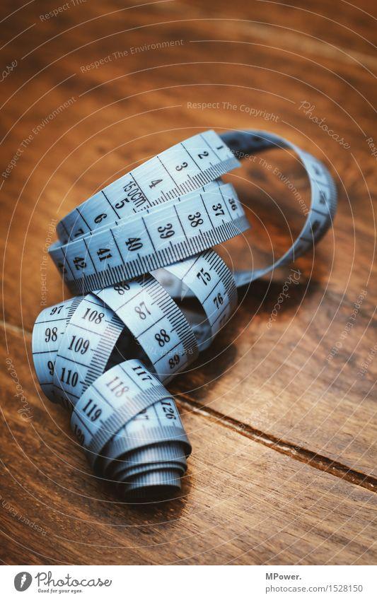 maßband Arbeit & Erwerbstätigkeit Beruf Handwerker Arbeitsplatz blau braun Maßband Daumen Schneider Schneidern Nähen messen Diät Zentimeter Millimeter